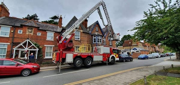 Stabilises the fire engine to allow the ladder to be extended