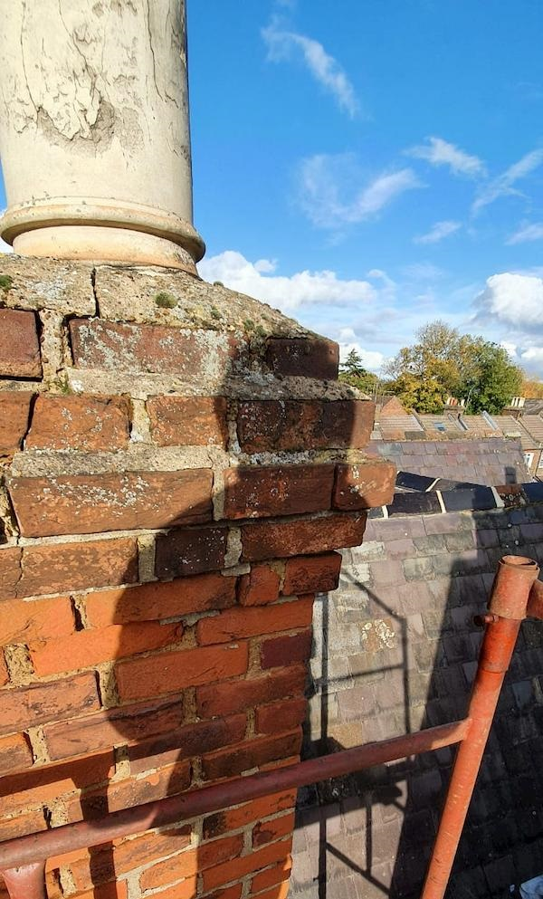 Brickwork in the chimney stack doesnt look good